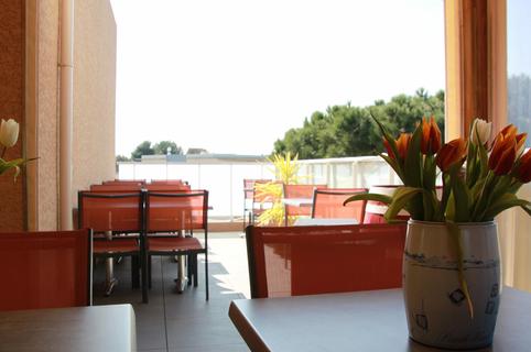 Millésime del Castel Castelnau le Lez propose une cuisine Fait Maison avec une belle sélection de vins à déguster en terrasse avec les beaux jours (® Millésime del Castel)