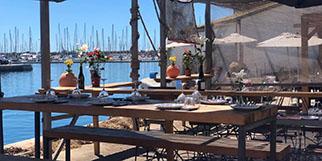 Oh Gobie à Sète est un restaurant de poissons et fruits de mer avec une cuisine fait maison sur le quai du canal avec des tables en terrasse. (® Oh Gobie)