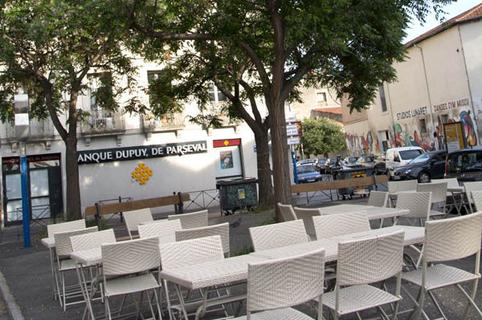 Pizzeria Chez Vincent Montpellier Restaurant italien et ses tables en terrasse dans le quartier des Beaux Arts  (® networld-sabrina boirel)