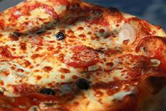 Pizzeria Chez Vincent Montpellier présente sa carte de pizzas et ses menus (® SAAM -fabrice CHort)