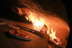 Pizza maison Montpellier au restaurant italien la Pizzeria Chez Vincent dans le quartier des Beaux Arts (® networld-Fabrice Chort)