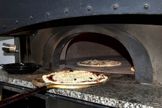 Pizza maison Montpellier au restaurant italien la Pizzeria Chez Vincent dans le quartier des Beaux Arts (® networld-sabrina boirel)