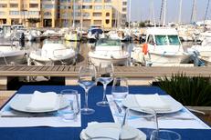 Porto Mar Restaurant Frontignan Plage propose des tables en terrasse et la vue sur le port (® SAAM-fabrice Chort)