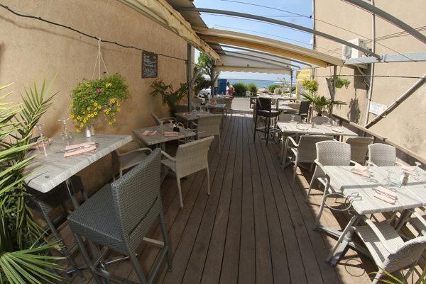 Le restaurant Rive de Thau Bouzigues propose plusieurs terrasses au