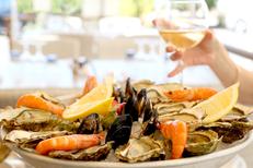 Rives de Thau Bouzigues est un restaurant de coquillages, avec plateaux de fruits de mer et poissons (® SAAM-Fabrice Chort)
