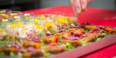 Traiteur Montpellier pour l'organisation de réceptions, mariage, anniversaire, cocktail, communion, plats à emporter et livraison de plateau repas aux entreprises ou à domicile (® SAAM-Benoist Girard)